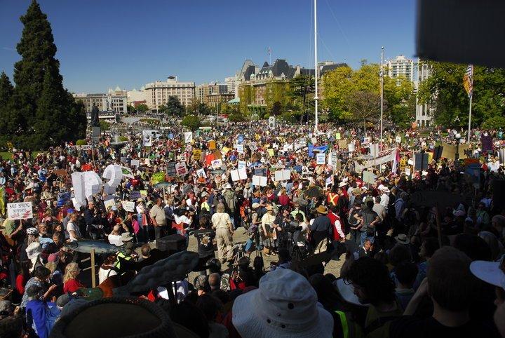 Victoria crowd